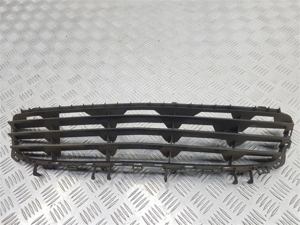 Решетка в бампер центральная opel astra h